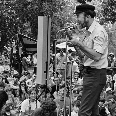 Pete Seeger: Standing Tall | Smithsonian Folkways Magazine