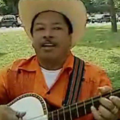 Marcos Hernandex Rosales Demonstrates Huapanguera
