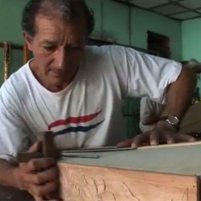 Harpmaker Oscar Maldonado