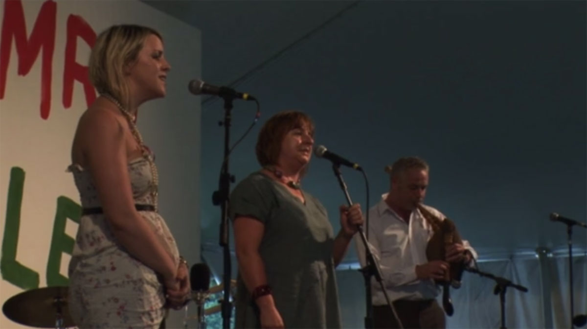 Linda Griffiths (Aberystwyth, Wales) and her daughter, Lisa Healy, are accompanied by Ceri Rhys Matthews (Pencader, Wales).